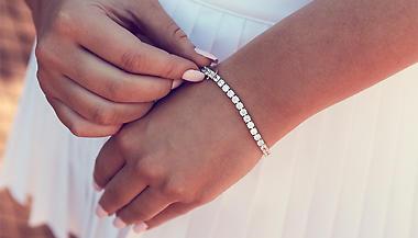 Tennisarmband - Köp Förlovningsringar och Diamanter Online  6dff82be2d150