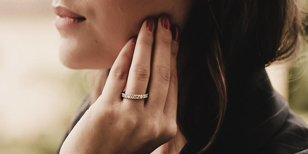 The eternity ring - A ring with many diamonds - Buy